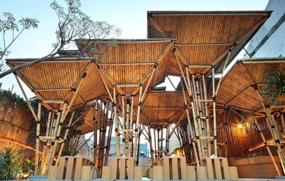 Công trình nhà tre được xây dựng từ nguồn nguyên liệu tre nứa, tre trúc