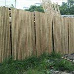 Hàng rào tre nứa chuẩn bị thi công cho nhà gỗ