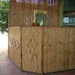 Quầy bar được thiết kế bằng tre trúc ốp trang trí