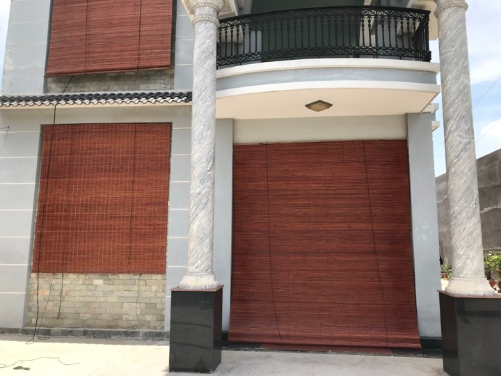 Hình ảnh mành trúc cạo nâu công trình thi công và lắp đặt cho biệt thự
